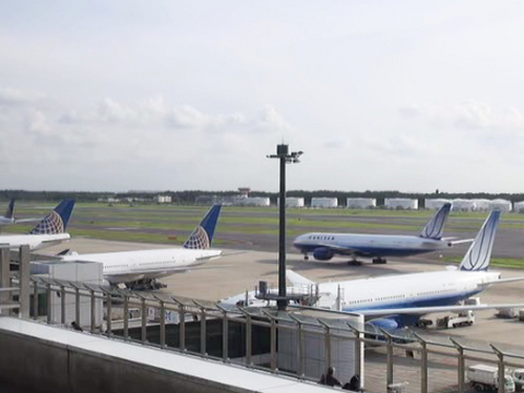 The Asahi Shimbun Narita Airport Live Camera (S) - Ustream.tv