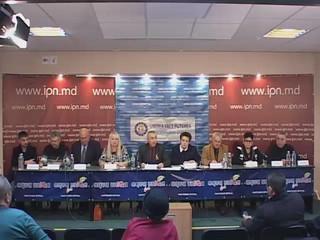 """Asocia�ia veteranilor r�zboiului din 1992 ,,Tiras-Tighina"""", Asocia�ia ,,Juste�e"""", Funda�ia ,,Dreptate �i Democra�ie"""", Funda�ia ,,Turnul Dezrobirii Basarabiei"""", Mi�carea Femeilor din Moldova pentru Combaterea S�r�ciei �i Analfabetismului, Asocia�ia ,,Realitate �i Adev�r"""", Asocia�ia ,,Moldova Mea"""", Asocia�ia Deporta�ilor �i Represa�ilor Politici, Asocia�ia Veteranilor MAI-Orhei, Partidul Na�ional Liberal invit� reprezentan�ii mass-media la conferin�a de pres� cu tema: ,,1 decembrie 2015 - �nc� un prilej de a cere re�ntregirea ��rii Rom�ne�ti"""".  Particip� conduc�torii organiza�iilor: colonel Anatolie Caraman, colonel Alexandru Banari, Iulia Deliu, Timotei �urcanu, Ludmila Bolboceanu, Veaceslav Balacci, Fiodor Ghelici, Victor Ghila�, maior Ion Savin, Vitalia Pavlicenco."""